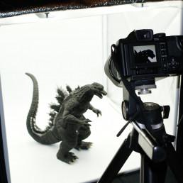 Prise photographie de produit et objet (Godzilla)